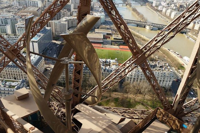 07929145-photo-eolienne-tour-eiffel